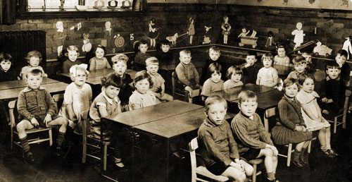 Class 4.2 in classroom Pikes Lane School in classroom 1939